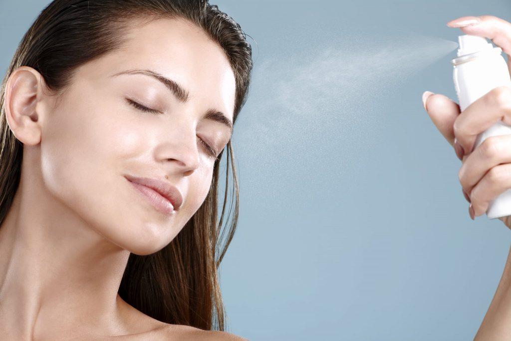 Cấp ẩm và bù nước để da hồi phục sau những tác động từ ô nhiễm không khí