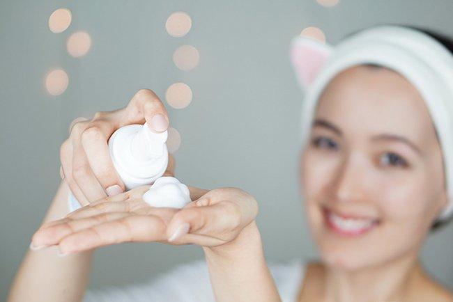 Làm sạch da đúng cách để loại bỏ bụi bẩn do ô nhiễm không khí